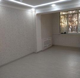 2-комнатная квартира (2/2/4) с отличным свежим ремонтом в центре...