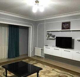 2-комнатная квартира с отличным свежим ремонтом в центре..!