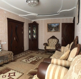 5-комнатная квартира с отличным ремонтом в центре..!