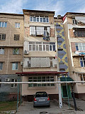 Olmazor tumani massiv xadjayeva da 5 etajlik domning 4 etaji sotiladi.