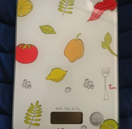 Абсолютно новый, кухонные весы гарантия и доставка есть vesi tarozi
