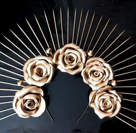 Корона шипы и розы