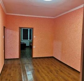 Продается чиланзар 5. Двух комнатная балкон 1,5*6