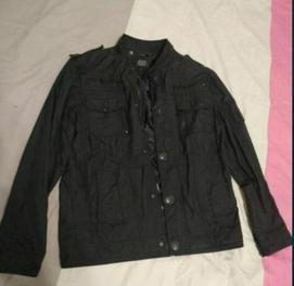 продаётся мужская куртка оригинал Корея плащевка