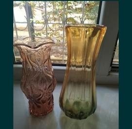 продаются две вазы цветное стекло