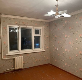 Срочно срочно продается квартира Чиланзар 23кв Кирпич Бал 2×6.